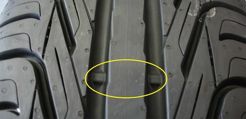 Essa pequenas barras de borracha, são o indicador de desgaste do pneu