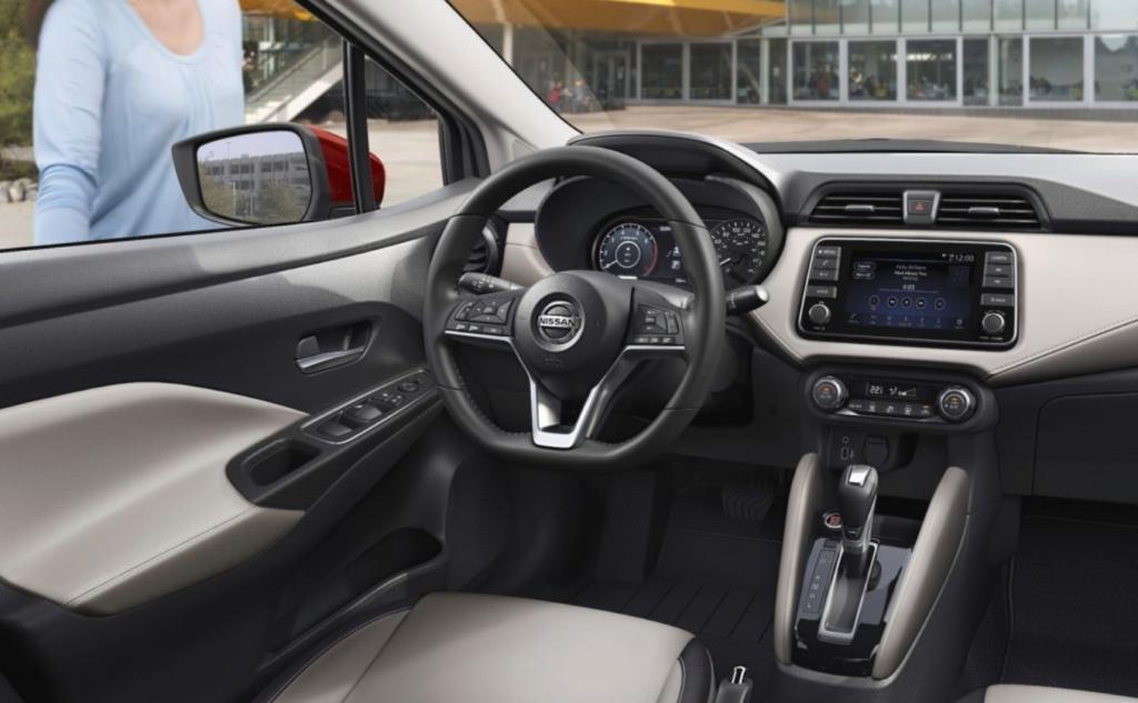 Interior Nissan Versa 2021